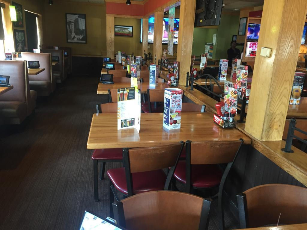 applebees tables