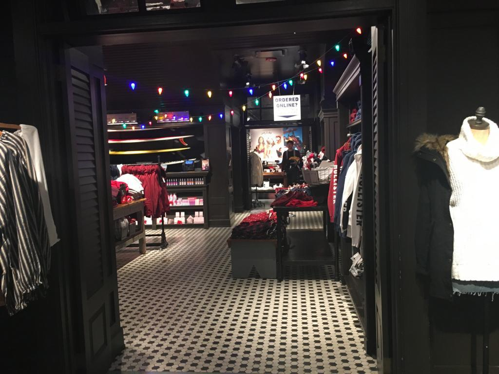 hollister inside